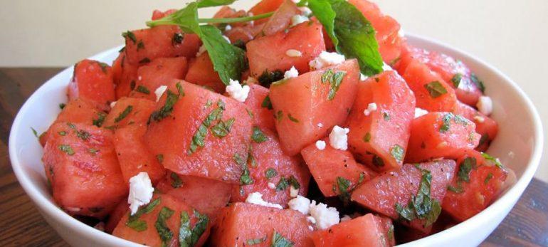 طرز تهیه سالاد هندوانه و فتا