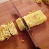 خوراک تخم مرغ با نان مخصوص