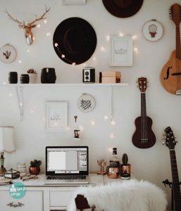تزئین دیوار اتاق با وسایل مورد علاقه