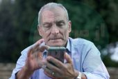 افراد مسن چگونه می توانند از موبایل استفاده کنند؟