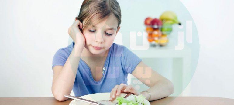 چگونه باید غذا خوردن را به کودک آموزش دهیم؟