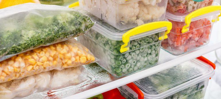 کدام مواد غذایی را می توانید در فریزر نگهداری کنید