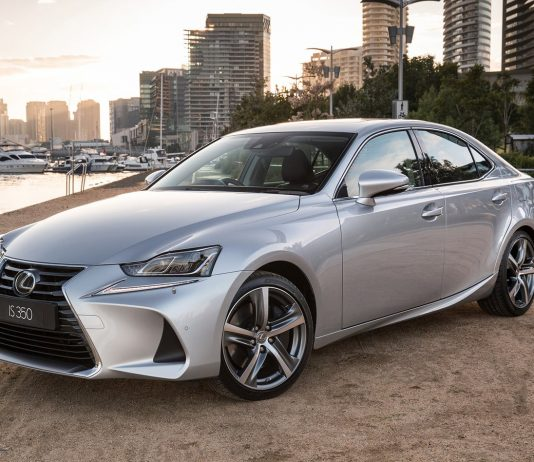نقد و بررسی لکسوس آی اس (Lexus IS)