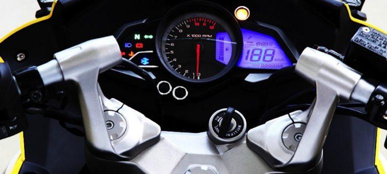مقایسه ی دو محصول پر فروش شرکتNs200)  Bajaj Auto  و Rs)