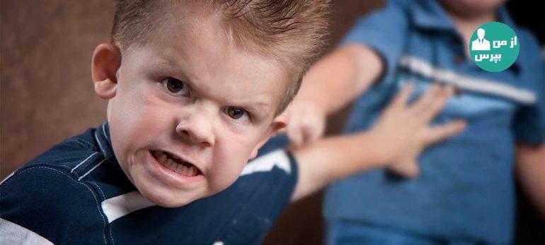 چرا برخی کودکان سر و بدن را به دیوار می کوبند؟
